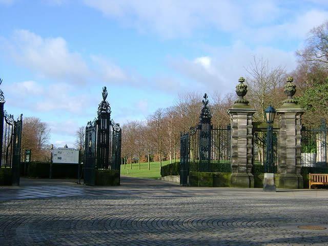 Pittencrieff Park, Dunfermline Glen Image