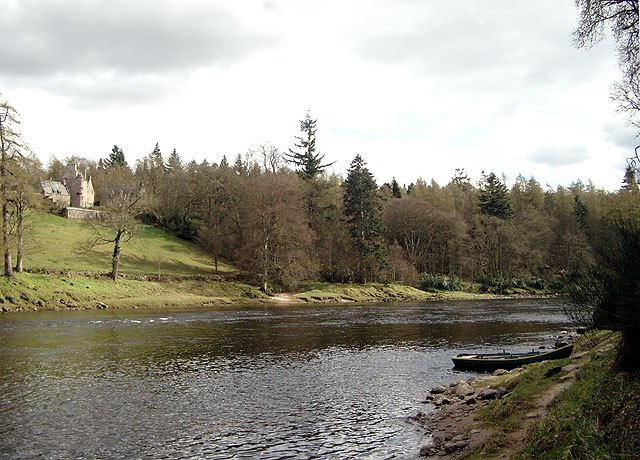 River Tay And Stobhall Castle
